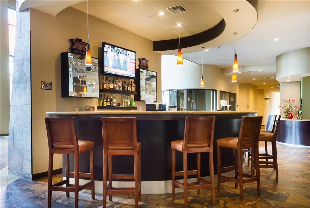 Best Western Premier Monterrey Aeropuerto - Bar/Lounge