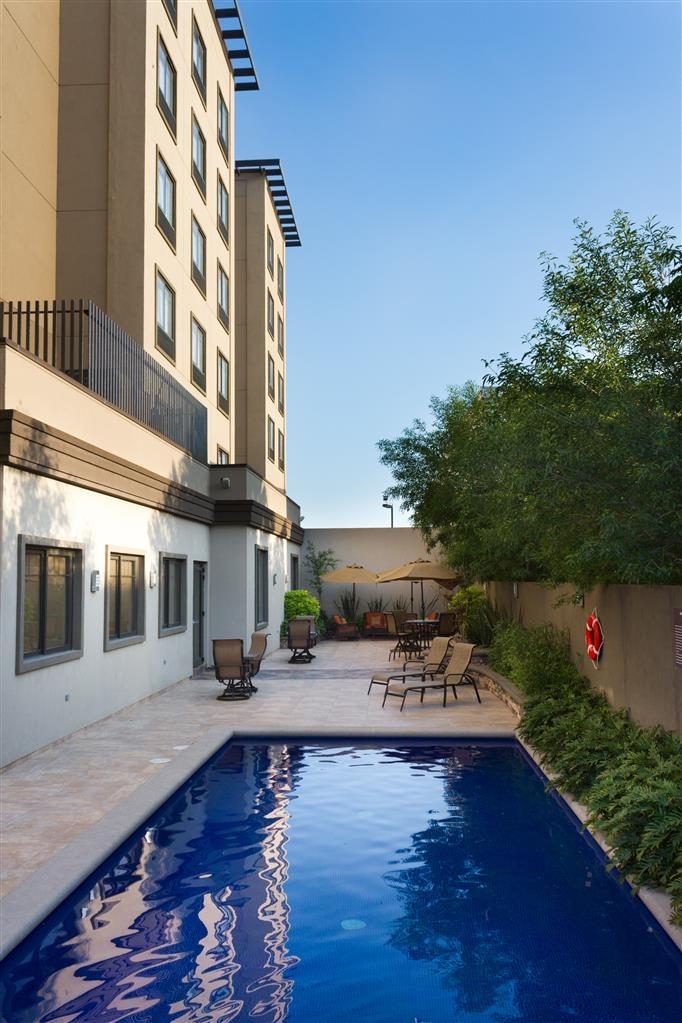 Best Western Premier Monterrey Aeropuerto - Vista de la piscina