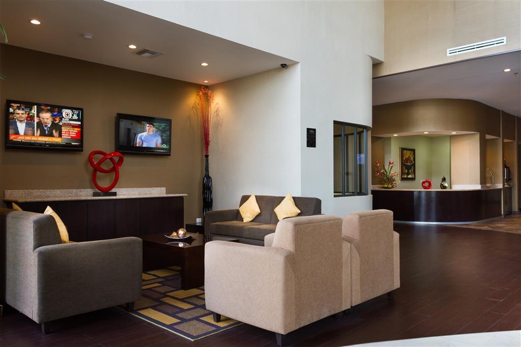 Best Western Premier Monterrey Aeropuerto - Vista del vestíbulo