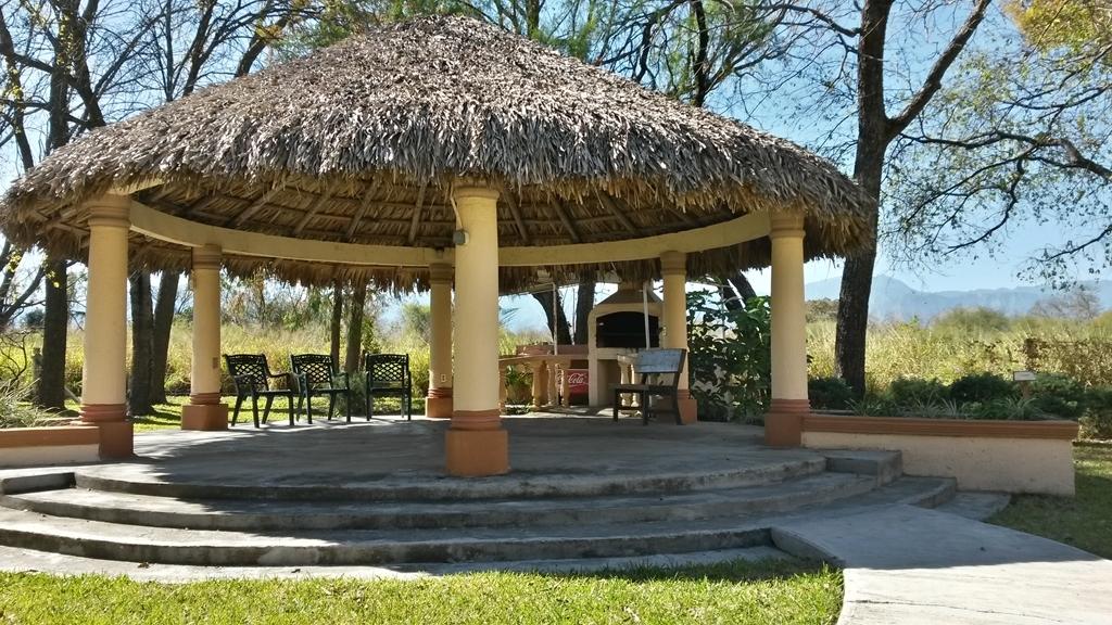 Best Western Bazarell Inn - Palapa