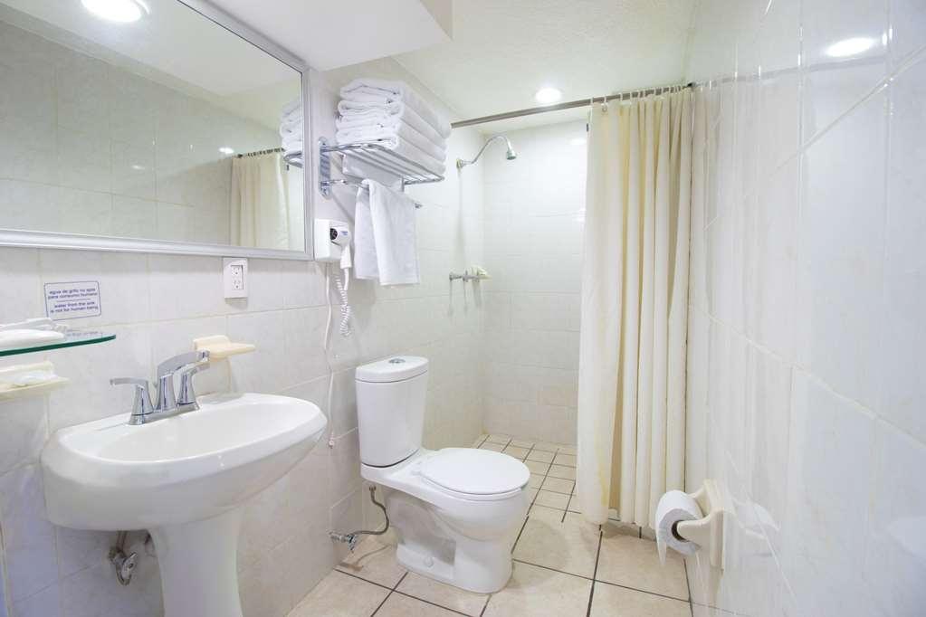 Best Western Plus Gran Hotel Centro Historico - Guest Bathroom