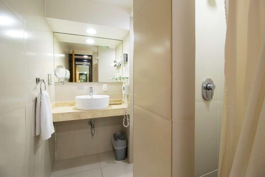 Best Western Plus Gran Hotel Centro Historico - Guest Room Bathroom