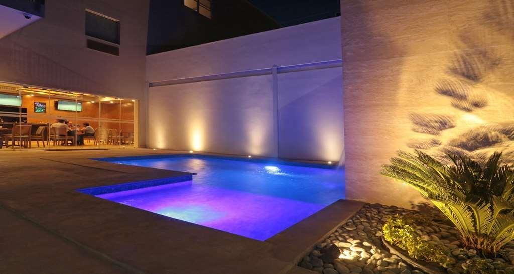 Best Western Plus Aeropuerto Monclova-Frontera - Vue de la piscine