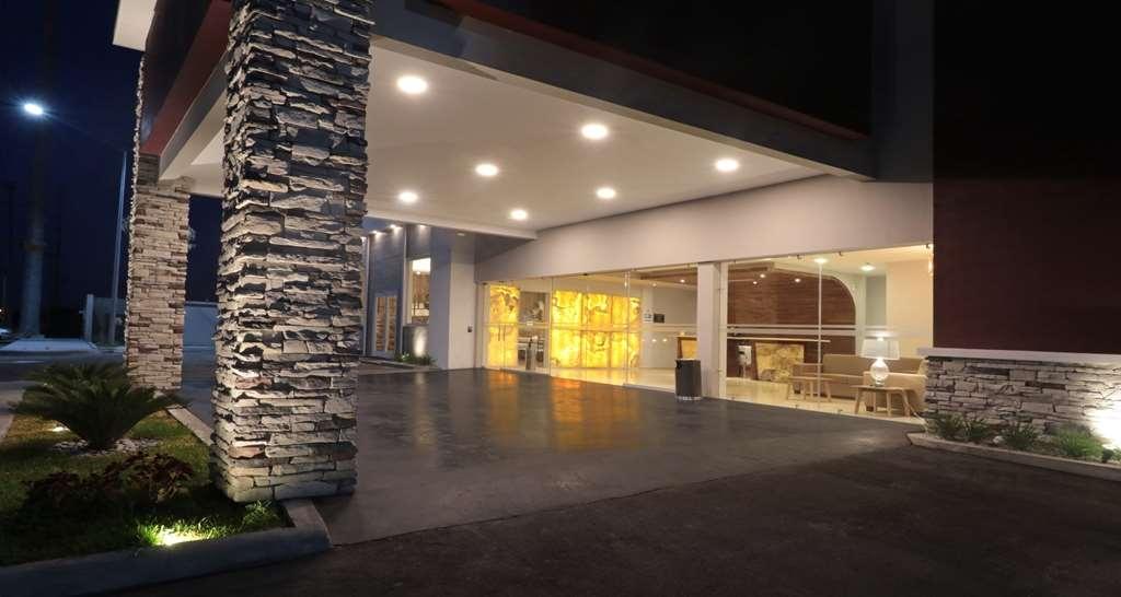Best Western Plus Aeropuerto Monclova-Frontera - Außenansicht