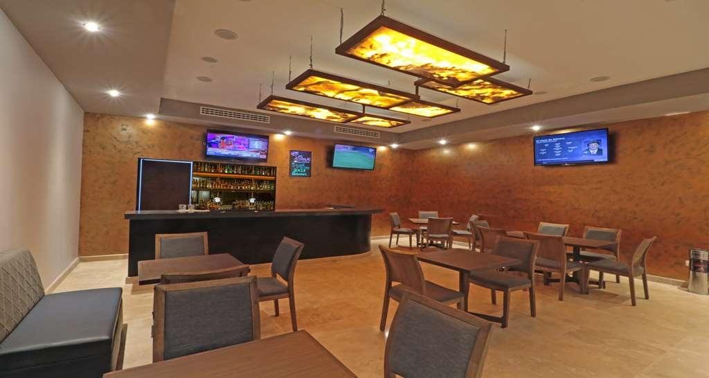 Best Western Plus Aeropuerto Monclova-Frontera - Bar / Lounge