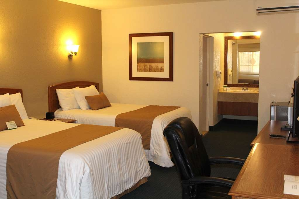 Best Western Cumbres Inn Cd. Cuauhtemoc - Two Double Bed Guest Room