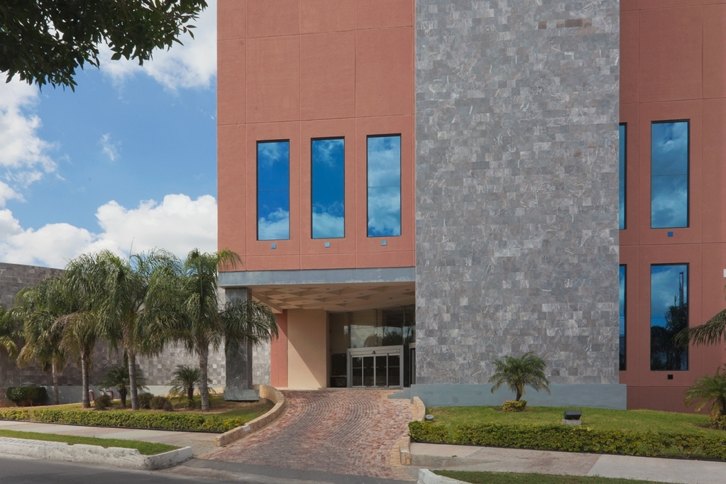 Best Western Plus Nuevo Laredo Inn & Suites - Façade