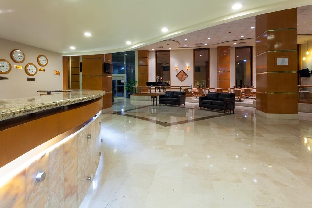 Best Western Plus Nuevo Laredo Inn & Suites - Vue du lobby
