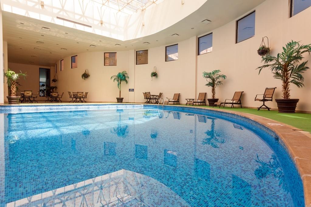 Best Western Plus Nuevo Laredo Inn & Suites - Vue de la piscine