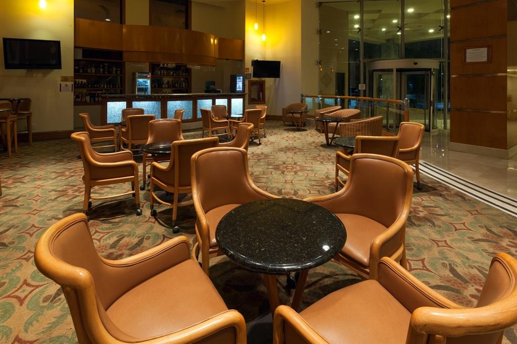 Best Western Plus Nuevo Laredo Inn & Suites - Bar / Lounge