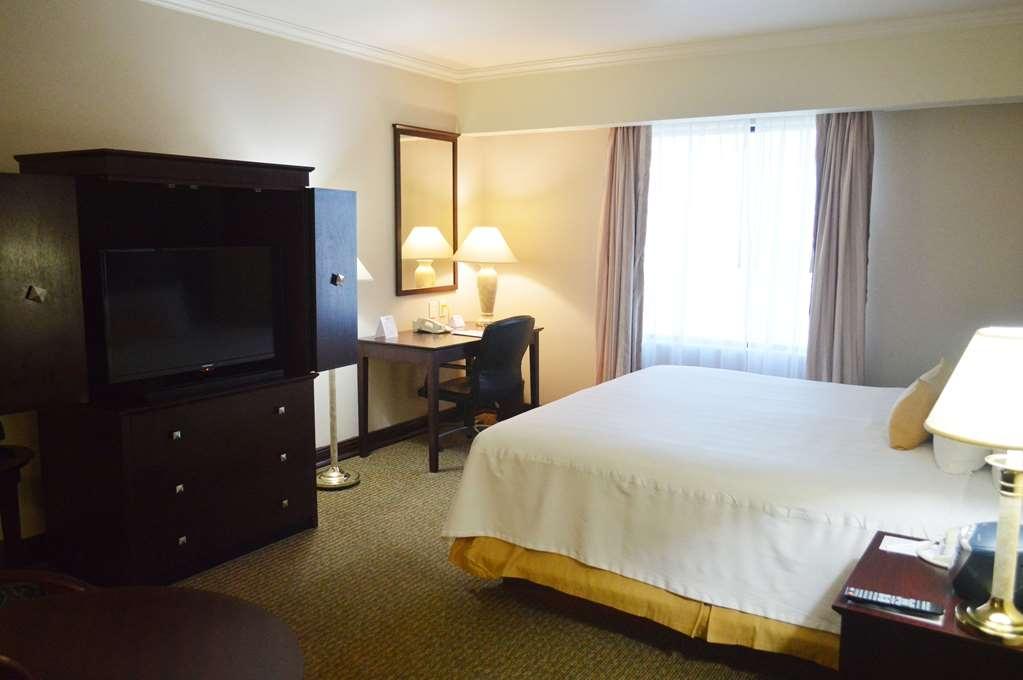 Best Western Plus Nuevo Laredo Inn & Suites - Standar room with 1 king bed