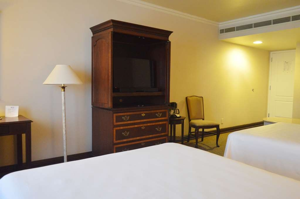 Best Western Plus Nuevo Laredo Inn & Suites - Rooms with 2 double beds