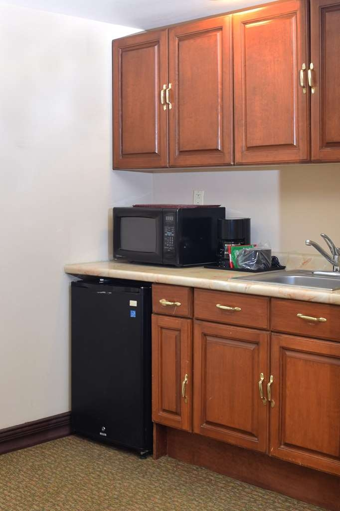 Best Western Plus Nuevo Laredo Inn & Suites - Executive Suite with Kitchenette and Microwave