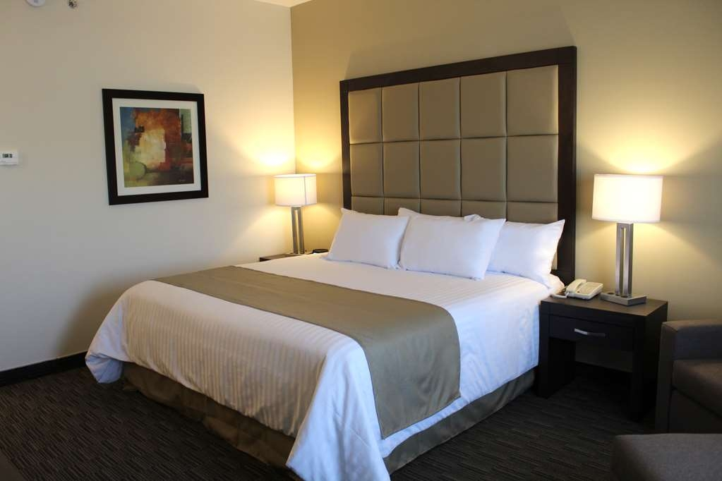 Best Western Cumbres Inn Juventud - One King Suite