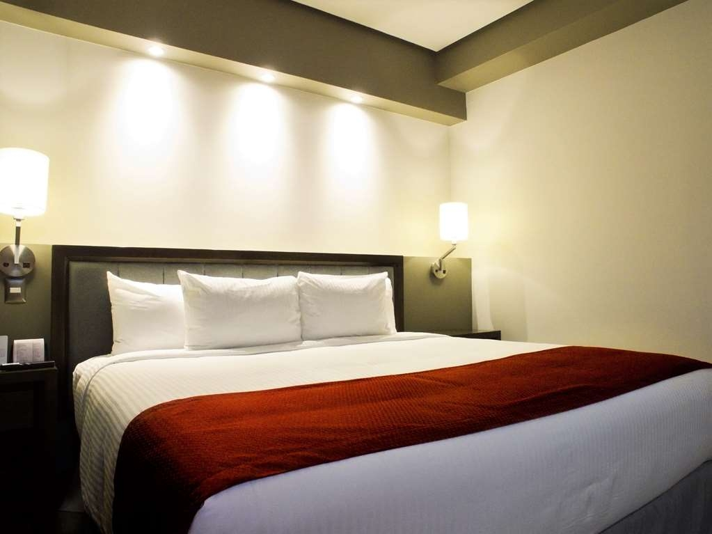 Best Western Plus Santa Cecilia Pachuca - King Size Bed Guest Room