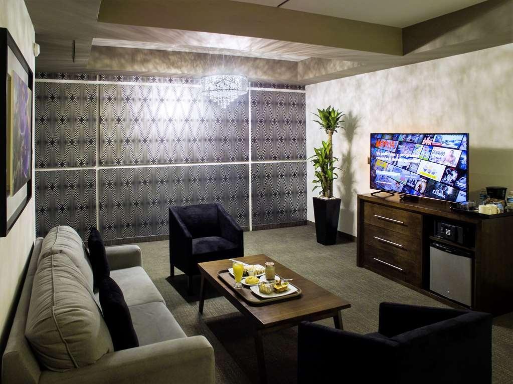 Best Western Plus Santa Cecilia Pachuca - master suite