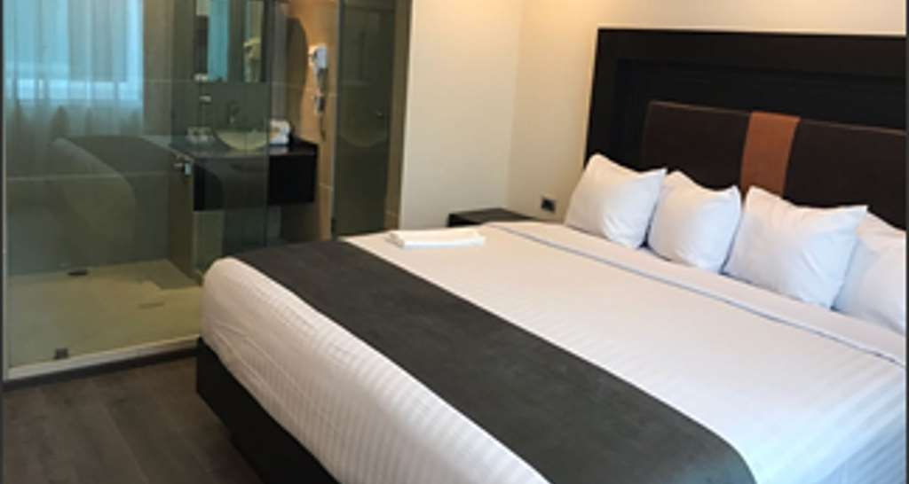 Best Western Plus Metepec & Suites - Guest Room with One King Size Bed