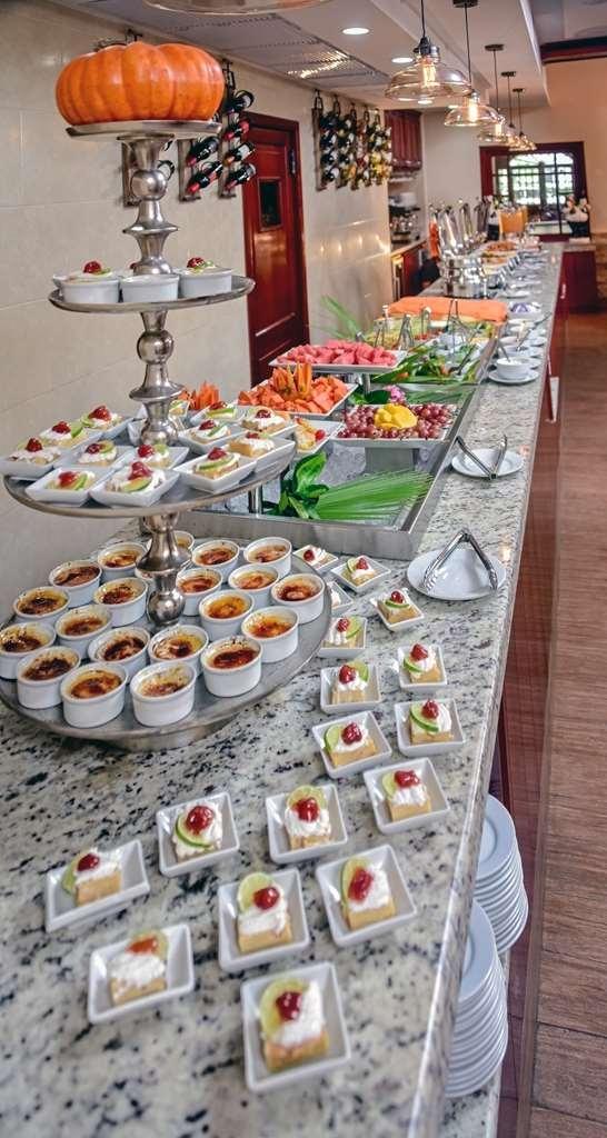 Best Western Plus Belize Biltmore Plaza - Buffet Line restaurant