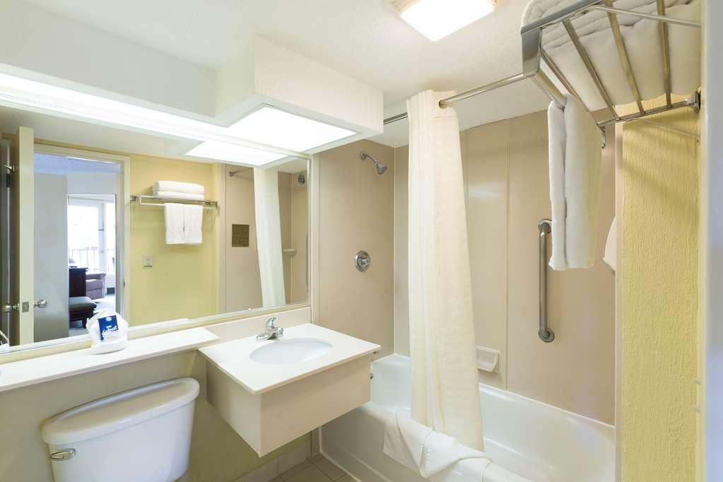 Best Western Irazu Hotel & Casino - Guest Room Bath