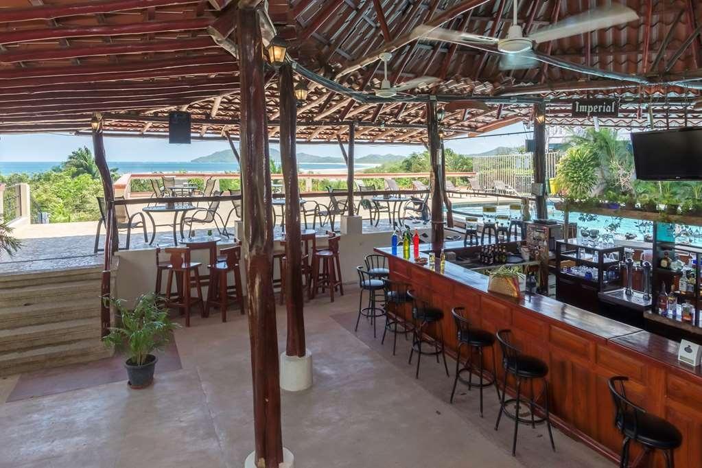 Best Western Tamarindo Vista Villas - Pool Bar