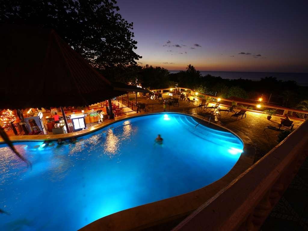 Best Western Tamarindo Vista Villas - Poolansicht