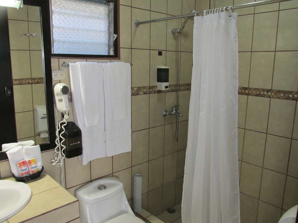 Best Western El Sitio Hotel & Casino - Guest Room Bathroom