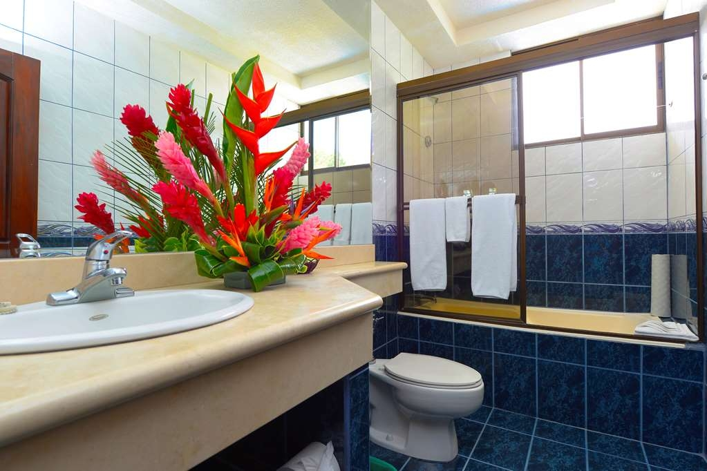 Best Western Hotel & Casino Kamuk - Bathrooms