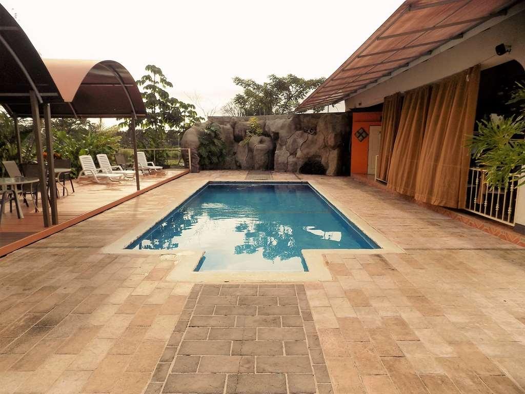 Best Western Hotel Zima - pool hotel zima