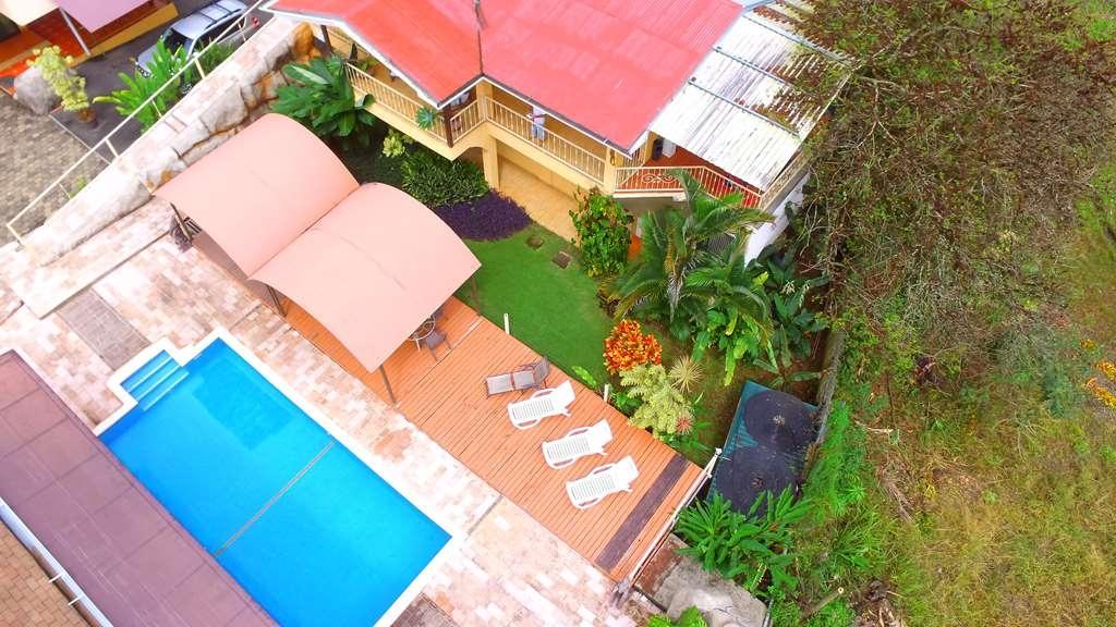 Best Western Hotel Zima - Vue de la piscine
