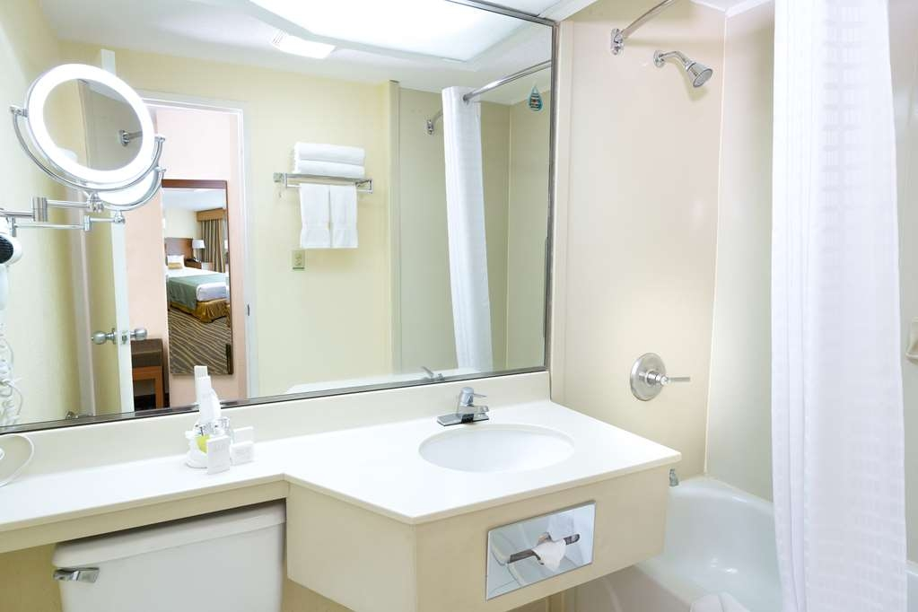 Best Western Plus San Jose - Guest Room Bathroom