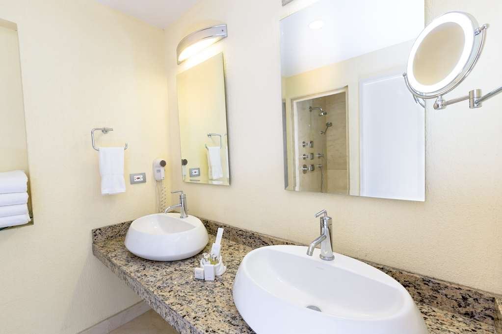 Best Western Plus San Jose - Suite Bathroom - Double Vanities