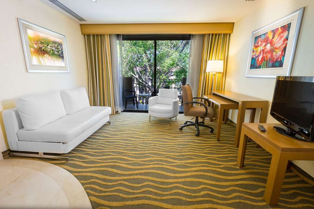 Best Western Plus San Jose - King Suite Pool View Living Room