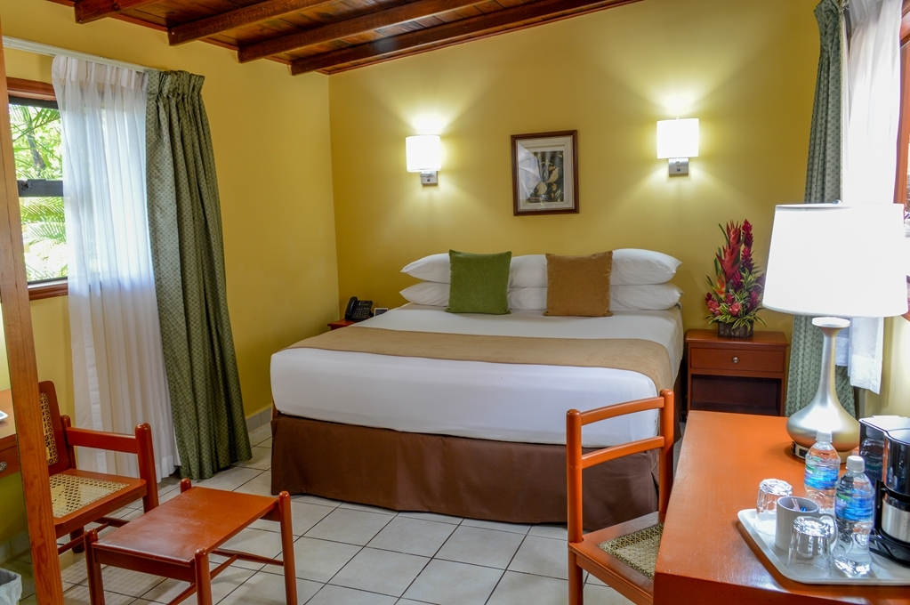 Best Western Las Mercedes - King Bed Non Smoking
