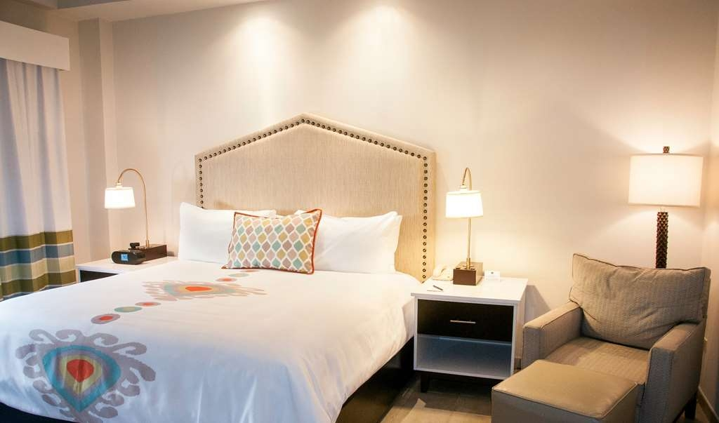 Best Western Premier Petion-Ville - Superior King Balcony Room