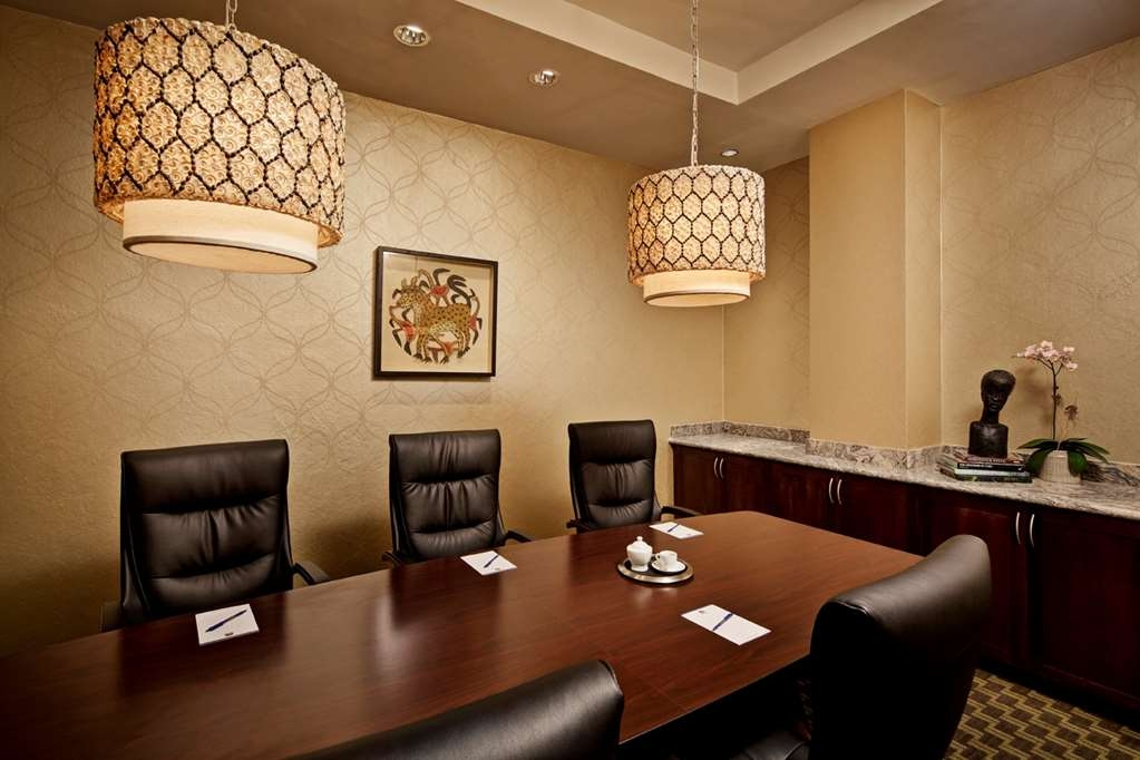 Best Western Premier Petion-Ville - The intimate boardroom offers comfortable leather chairs and elegant lighting with presentation & conferencing capabilities for important meetings.