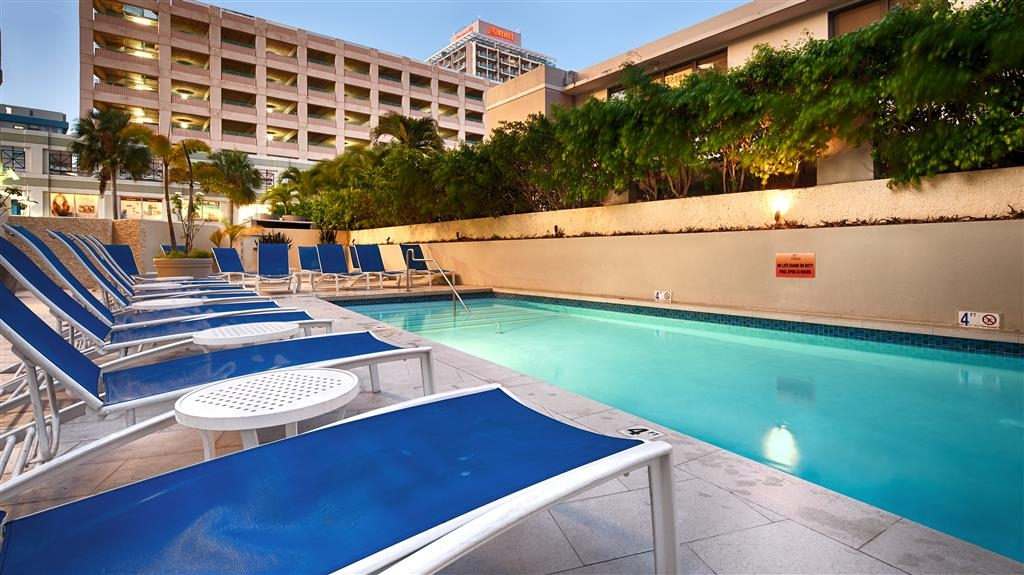 Best Western Plus Condado Palm Inn & Suites - Piscina