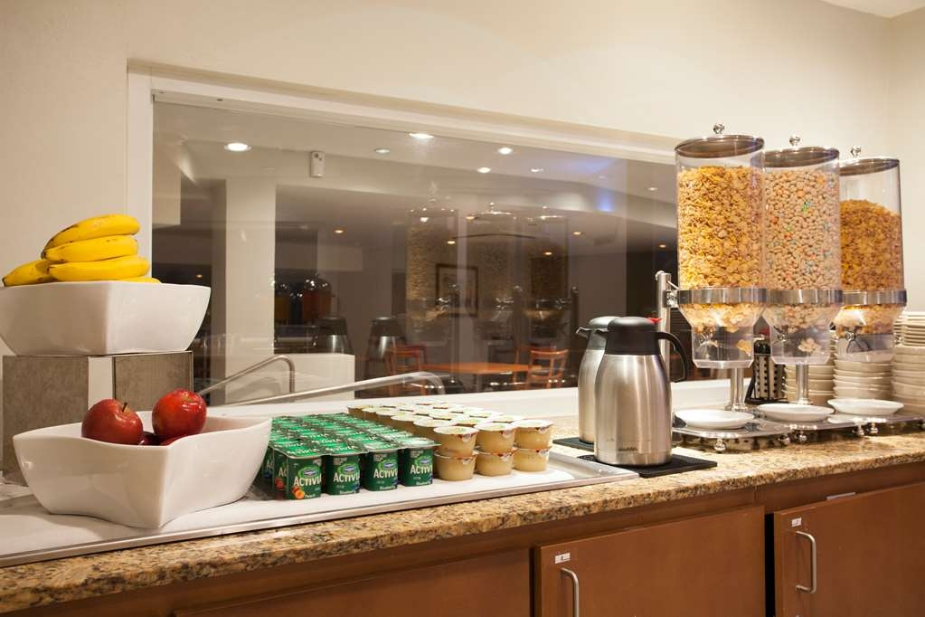 Best Western Plus Condado Palm Inn & Suites - Prima colazione a buffet