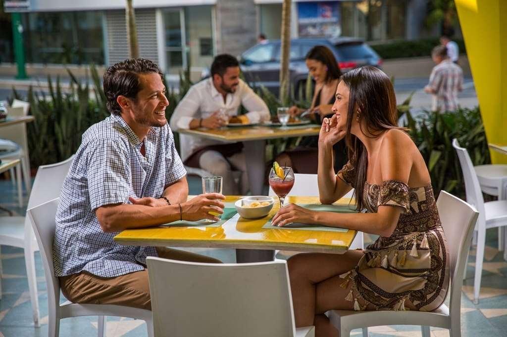 Best Western Plus Condado Palm Inn & Suites - Bar & Grill.