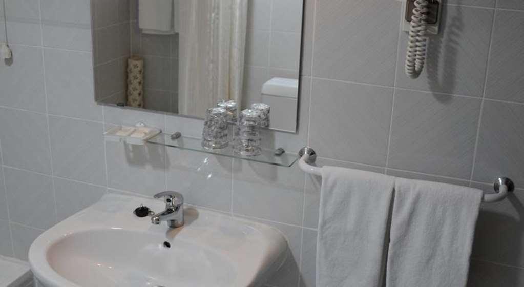 Best Western Hotel Dom Bernardo - Guest Bathroom