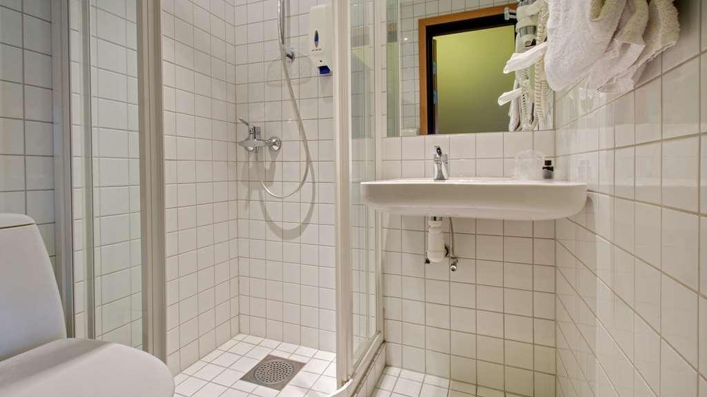 Best Western Plus Gyldenlove Hotell - Guest Bathroom