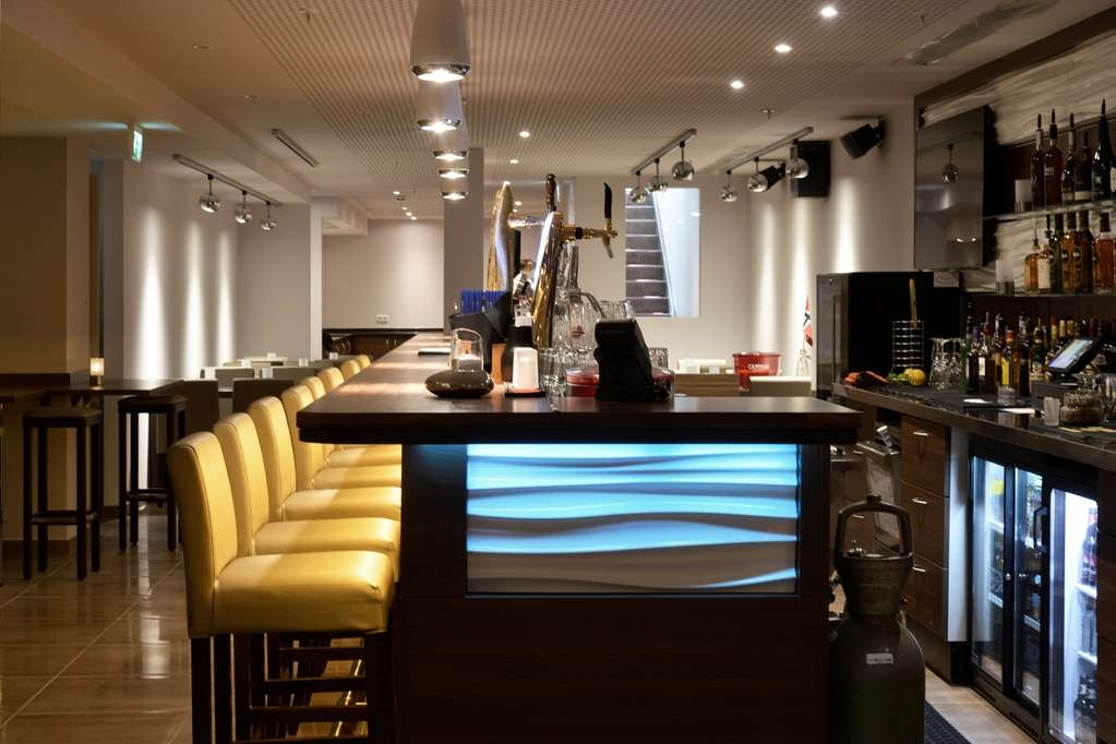 Best Western Plus City Hotel - Bar / Lounge