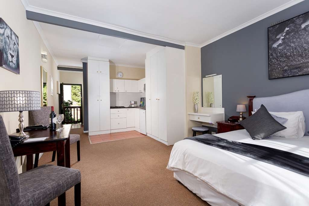 Best Western Cape Suites Hotel - En suite bathroom with bath/shower, kitchenette, balcony (select rooms), tea/coffee supplies, flat panel satellite television.
