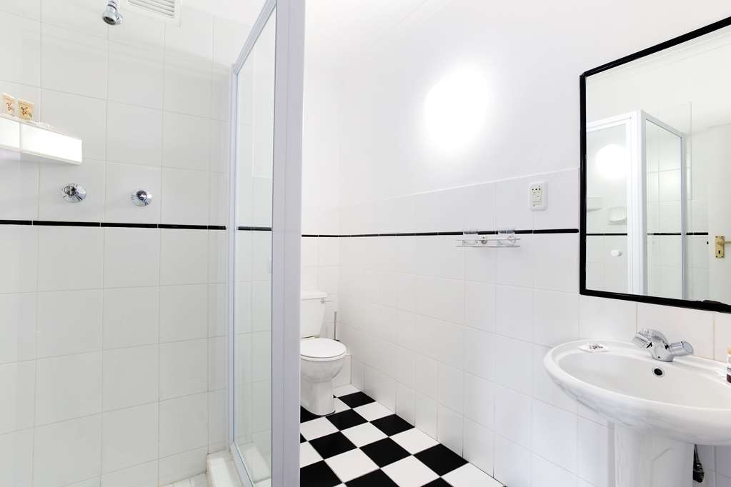 Best Western Cape Suites Hotel - Four Room Suite Bathroom