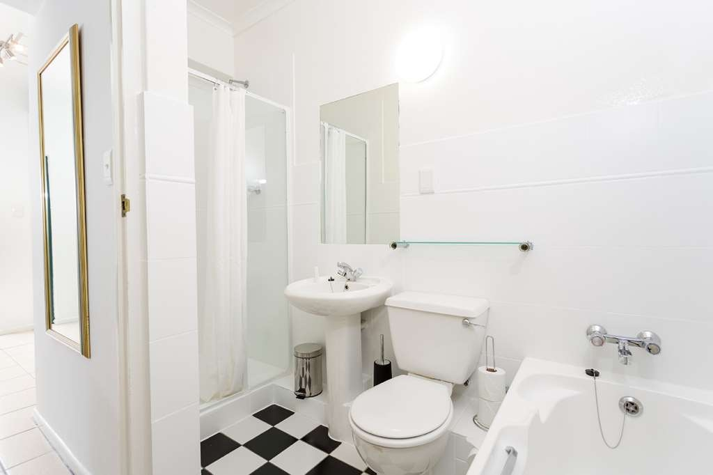 Best Western Cape Suites Hotel - Bathroom