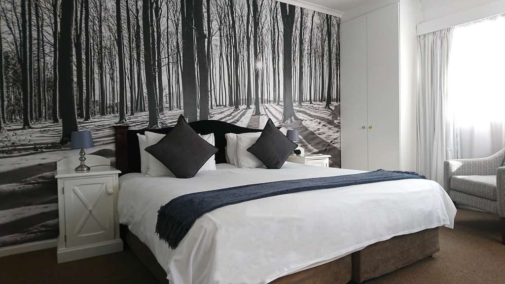 Best Western Cape Suites Hotel - Suite - 4 Bedrooms with 7 Beds, Kitchenette, Free Wi-fi, Telephone, Room-safe and Hair dryers.