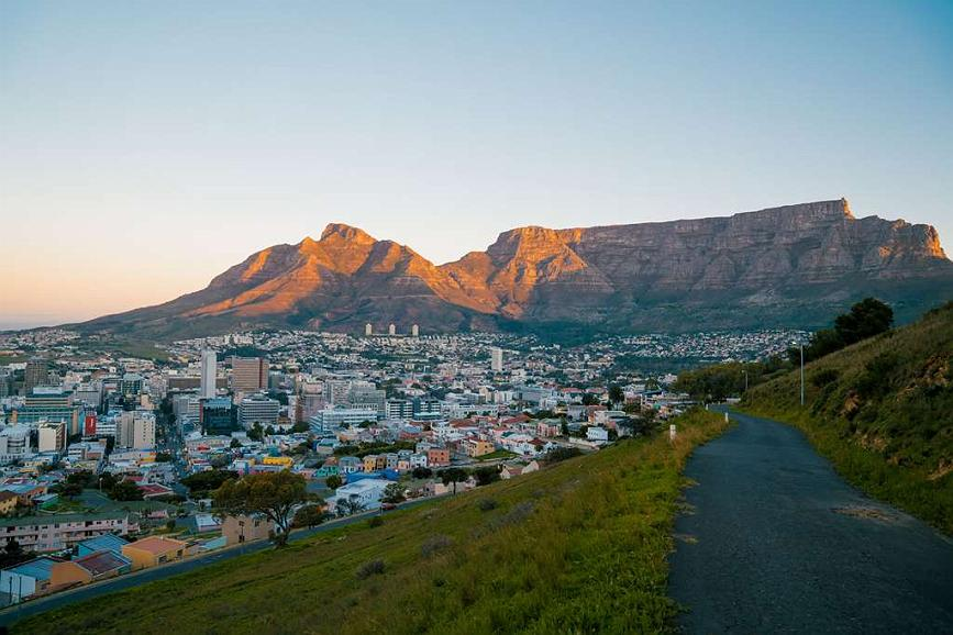 Best Western Fountains Hotel - View of Table Mountain from Signal Hill