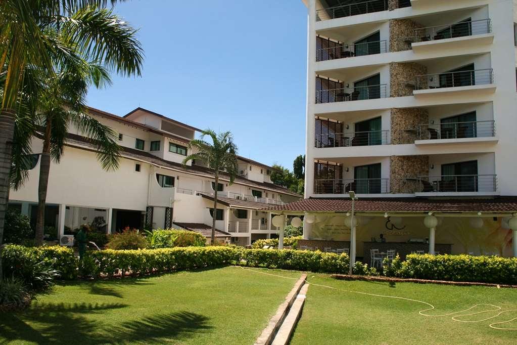 Best Western Coral Beach Hotel - Lush Garden