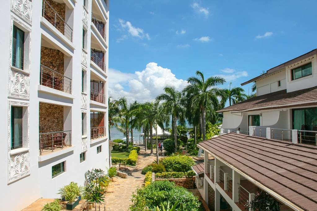 Best Western Coral Beach Hotel - Façade