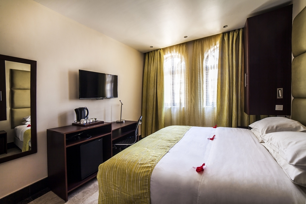 Best Western Plus Zanzibar - Guest Room - 1 King Bed, Air Conditioning, Minibar