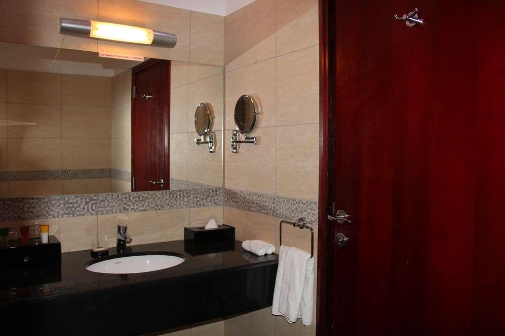 Best Western Plus Peninsula Hotel - Badezimmer
